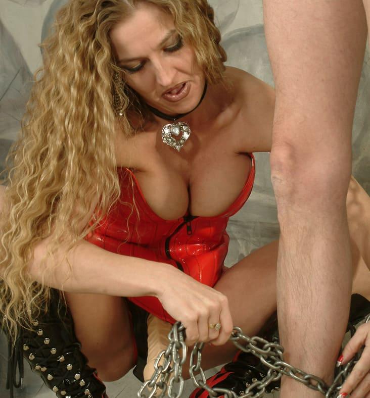 Maitresse Carmen - femme dominarice